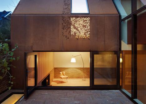Kew-House-by-Piercy-and-Company-_dezeen_2