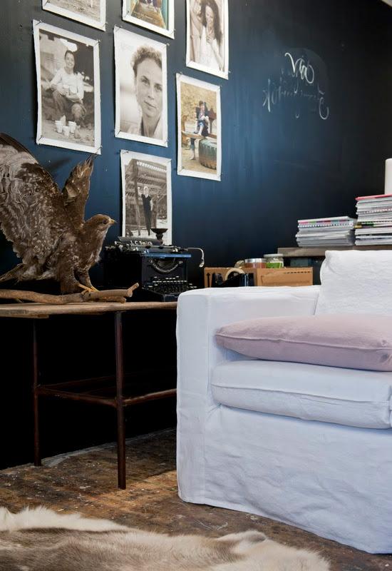 indigo-blue-wall-white-couch